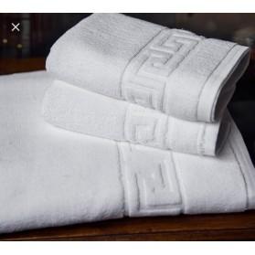 Toallas de hotel blancas